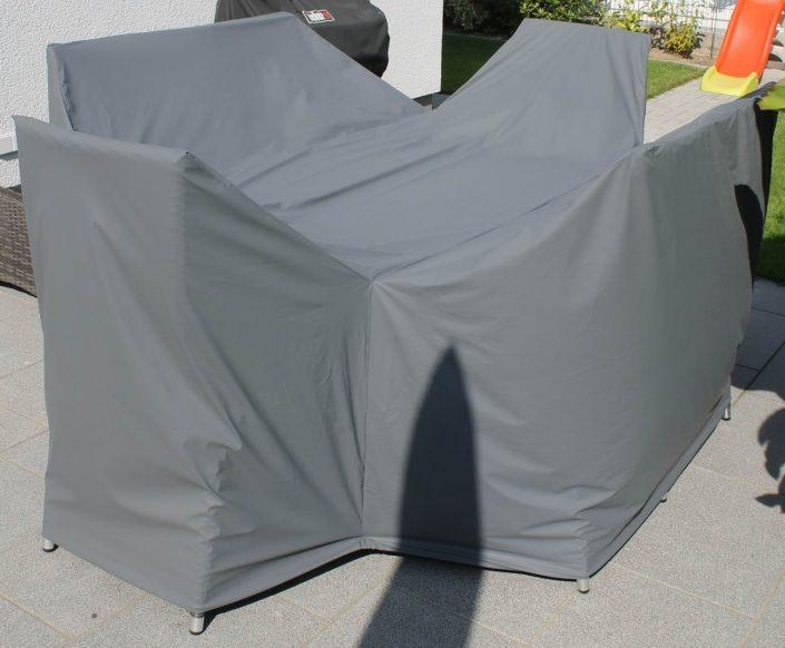 Schutzhülle für eine Tischgruppe mit 6 Stühlen, passgenau nach Maß gefertigt, Farbe mittelgrau. Abdeckung von Wettertuete.de