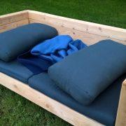 Loungemöbel mit Polster abdecken. Schutzhülle für Lounge mit Polster