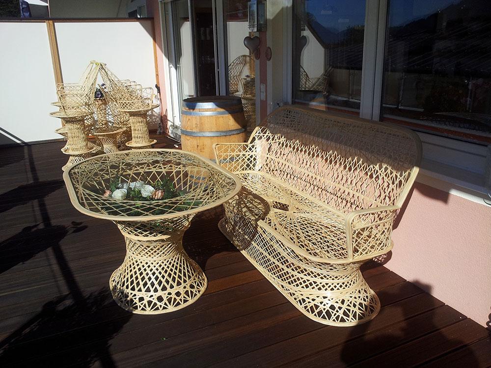 Terrassenmöbel mit einer Abdeckung von Wettertuete