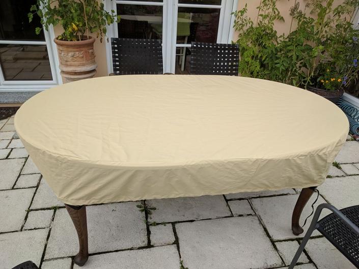 Tischplattenabdeckhaube nach Maß gefertigt für Holztisch. Atmungsaktiv