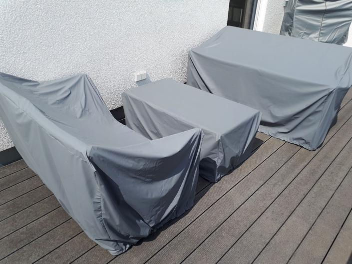 Hier wurden Loungesofa, Bank und Tisch abgedeckt. Maßanfertigung Made in Germany